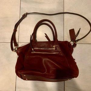 Burgundy shoulder bag with detachable strap